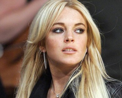 Lindsay Lohan Sale De Rehabilitación Publicando En Twitter