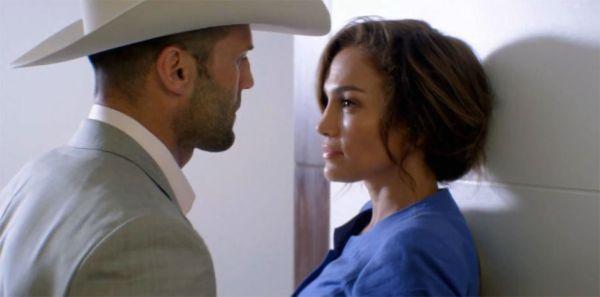 "Jason Statham y Jennifer Lopez en ""Parker""."