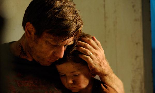 """Ewan McGreggor y Oaklee Pendergast en """"The Impossible""""."""
