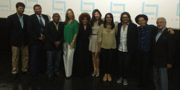 """Distribuidores, productores y parte del equipo de """"Los Súper""""."""