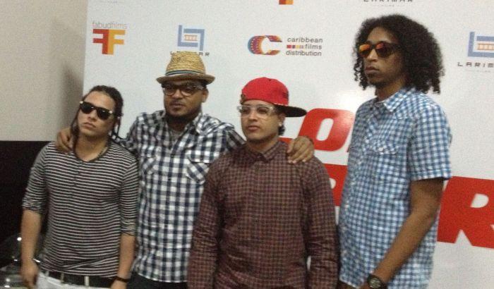 """Integrantes del grupo El Batallón, quienes interpretan el tema 'Súper Bien', música de la película """"Los Súper""""."""