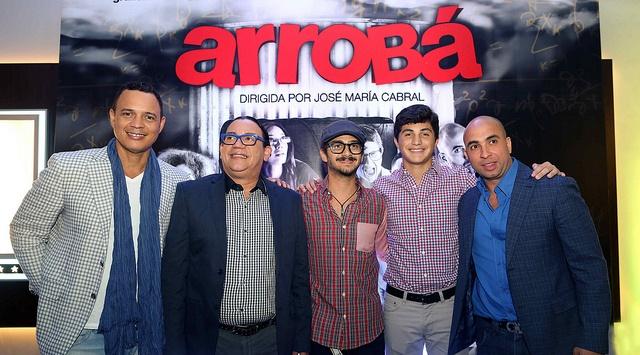 Alexis Valés, Kennu Grullón, José María Cabral, Marcos Bonetti e Irving Alberti en la premier de ''Arrobá''.