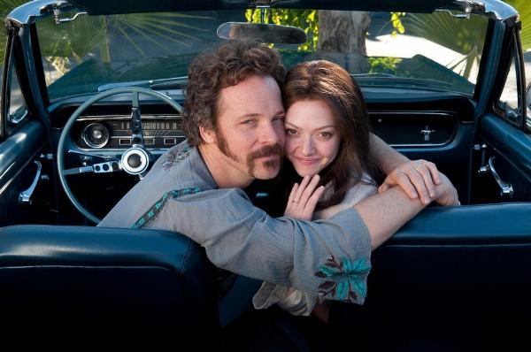 "Peter Sarsgard y Amanda Seyfried en ""Lovelace""."