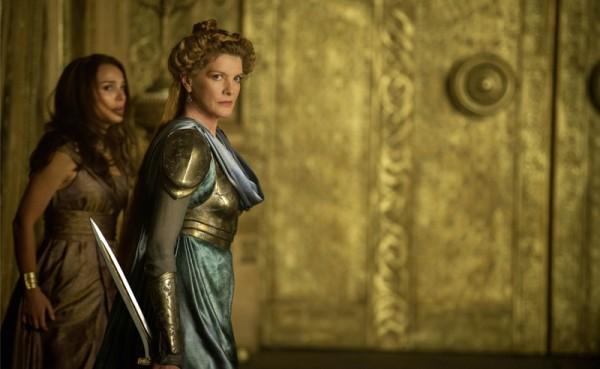 """René Russo es Frigga en """"Thor: The Dark World""""."""