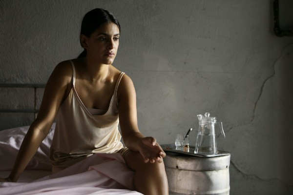 "Liz Gallardo es Rosa en ""Biodegradable""."