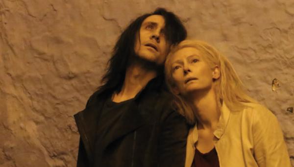 """Tom Hiddleston y Tilda Swinton en Önly Lovers Let Alive""""."""