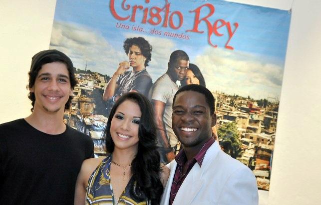 """Yasser Michelén, Akari Endo y James Saintil, protagonistas de """"Cristo Rey""""."""