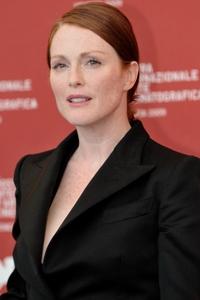 "Julianne Moore estará en cines con ""Non-Stop"", ""Maps to the Stars"" y ""Seventh Son"". Ahora filma ""The Hunger Games: Mockingjay - Part 1"" y ""The Hunger Games: Mockingjay - Part 2""."