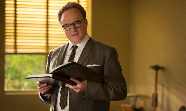 "Bradley Whitford como Don DaGradi en ""Saving Mr. Banks""."