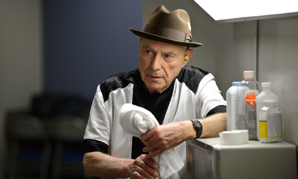 "Alan Arkin es Louis 'Lightning' Conlon en ""Grudge Match""."