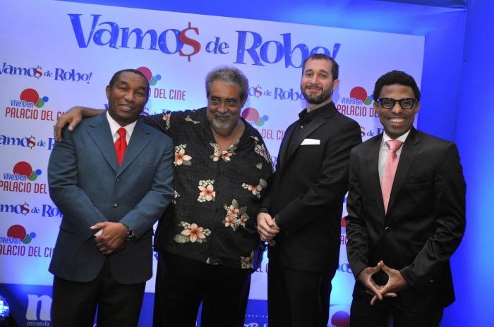 """Manolo Ozuna, Anthony Ríos, Carlos Sánchez y Fausto Mata en la premier de """"Vamos de robo""""."""
