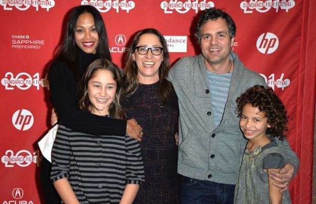 """Zoe Saldana, Imogene Wolodarsky, Maya Forbes, Mark Ruffalo y  Ashley Aufderheide en la premier de """"Infinitely Polar Bear"""", en Sundance Film Festival 2014."""