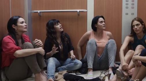"""Escena de """"Locas y atrapadas""""."""