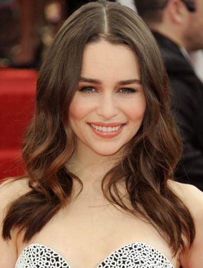 """Emilia Clarke protagoniza la serie de TV """"Game of Thrones"""" y actualmente filma """"Terminator: Genesis""""."""