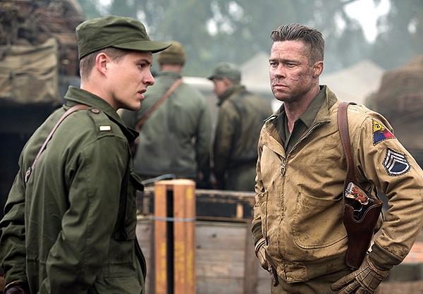 """Xavier Samuel y Brad Pitt en """"Fury""""."""