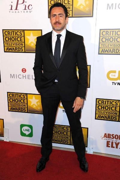 Demian Bichir al llegar a los Critic's Choice Awards 2014.