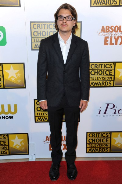 "Emile Hirsch al llegar a los Critic's Choice Awards 2014. Estaba nominado por la miniserie ""Bonnie & Clyde""."