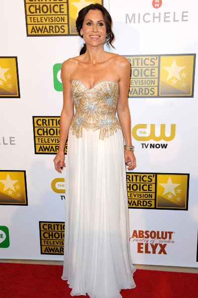 "Minnie Driver al llegar a los Critic's Choice Awards 2014. Estaba nominada por la miniserie ""Return to Zero""."
