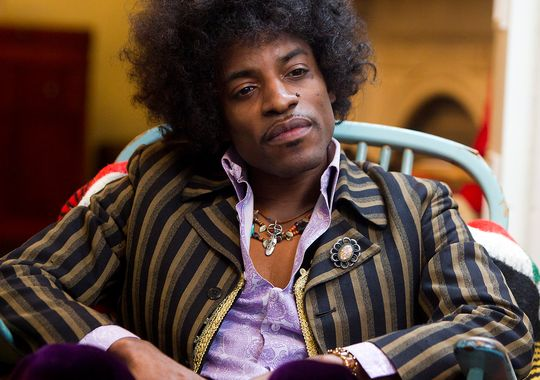 "André Benjamin es Jimmy Hendrix en ""All Is by My Side""."