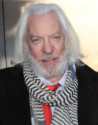 "Donald Sutherland actúa en los filmes por estrenar ""The Calling"", ""Forsaken"", ""Basmati Blues"", ""The Hunger Games: Mockingjay - Part 1"" y ""The Hunger Games: Mockingjay - Part 2"". Ahora filma ""Pirate's Passage""."