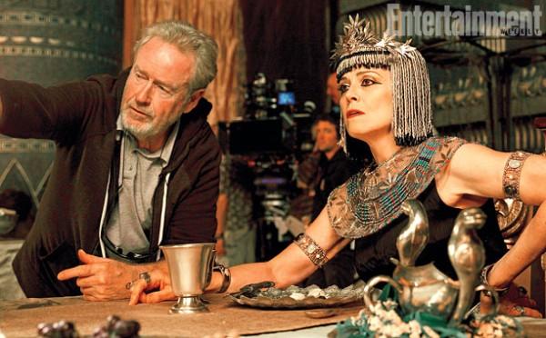 """Ridley Scott y Sigourney Weaver en la filmación de """"Exodus: Kings and Gods""""."""