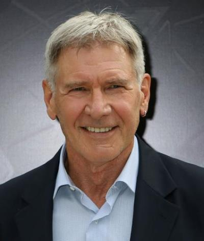"Harrison Ford protagoniza los filmes por estrenar ""The Expendables"" y ""The Age of Adaline"", Actualmente filma ""Star Wars: Episode VII""."