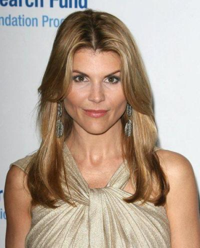 "Lori Loughlin actúa en la serie de TV ""When Calls the Heart""."