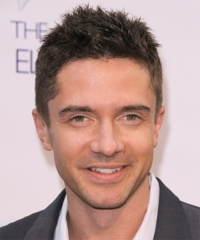 "Topher Grace actúa en los filmes por estrenar ""A Many Splintered Thing"", ""The Calling"", ""Interstellar "" y ""American Ultra"". Ahora filma ""Home""."