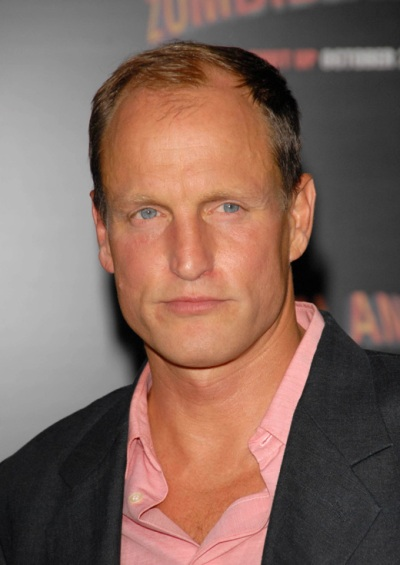 "Woody Harrelson actúa en los filmes por estrenar ""The Hunger Games: Mockingjay - Part 1"" y ""The Hunger Games: Mockingjay - Part 2"". Ahora filma ""Triple Nine""."