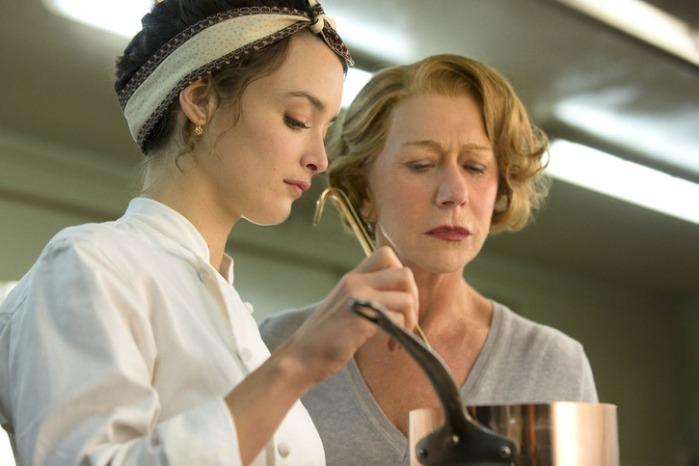 """Charlotte Le Bon y Helen Mirren en """"The Hundred-Foot Journey""""."""