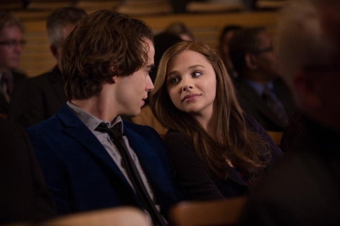 "Jamie Blackley y Chloë Grace Moretz en ""If I Stay""."