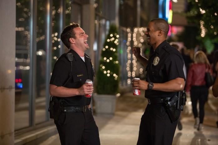 """Jake Johnson y Damon Wayans Jr. en """"Let's Be Cops""""."""
