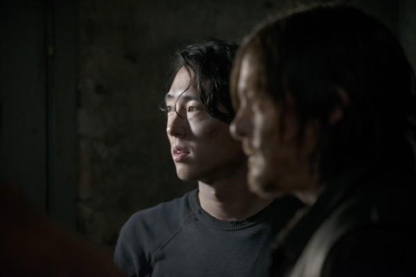 """Steven Yeun y Norman Reedus en la temporada 5 de """"The Walking Dead""""."""