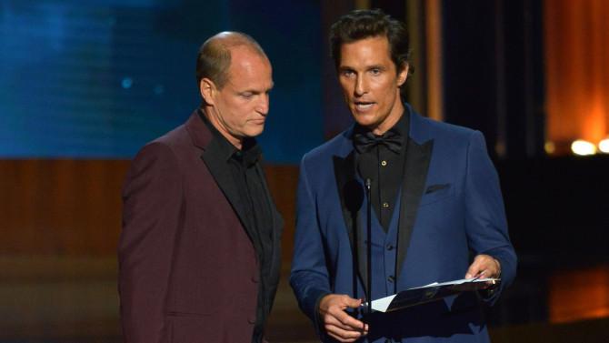 Woody Harrelson y Matthew McConaughey durante la ceremonia de los Emmy 2014.