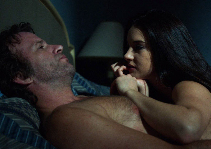 "Thomas Jane y Shailene Woodley en ""White Bird in a Blizzard""."