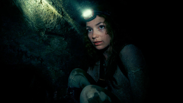 "Perdita Weeks es Scarlett en ""As Above, So Below""."