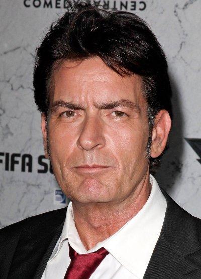"Charlie Sheen protagoniza la serie de TV ""Anger Management""."