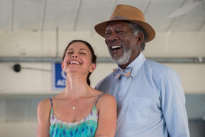 "Ashley Judd y Morgan Freeman en ""Dolphin Tale""."