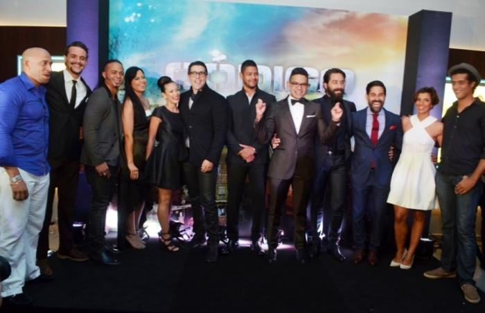 """Pedro Urrutia y parte del elenco de """"Código Paz"""" durante la premier."""