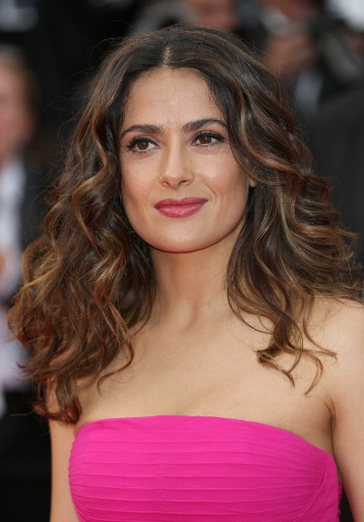 "Salma Hayek protagoniza las películas por estrenar ""How to Make Love Like an Englishman"", ""Everly"",  ""Il racconto dei racconti"" Y ""Septembers of Shiraz"". Ahora filma ""Sausage Party""."