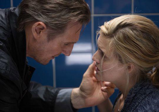 """Liam Neeson y Maggie Grace en """"Taken 3""""."""