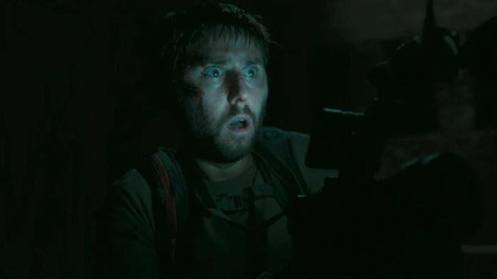 "James Buckley en ""The Pyramid""."