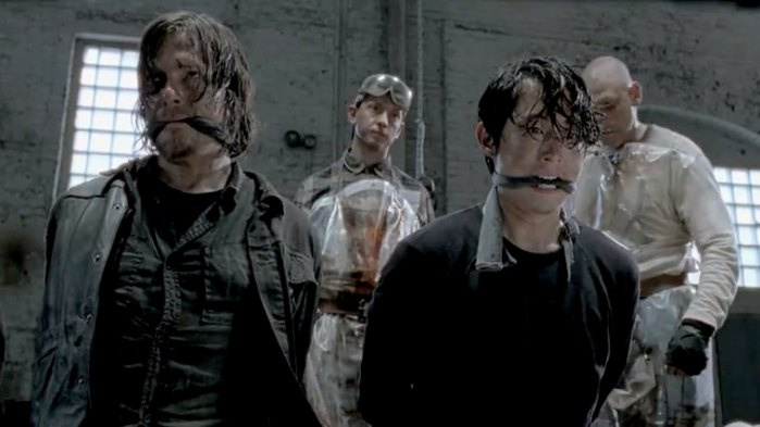 "Norman Reedus y Steven Yeun en la 5ta. temporada de ""The Walking Dead""."