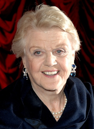 "Angela lansbury actúa en el film de 2011 ""Mr. Popper's Penguins""."
