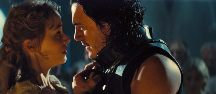 """Sarah Gadon y Luke Evans en """"Dracula Untold""""."""