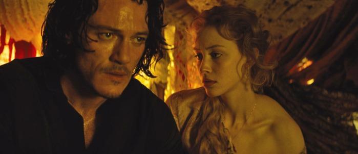 """Luke Evans y Sarah Gadon en """"Dracula Untold""""."""