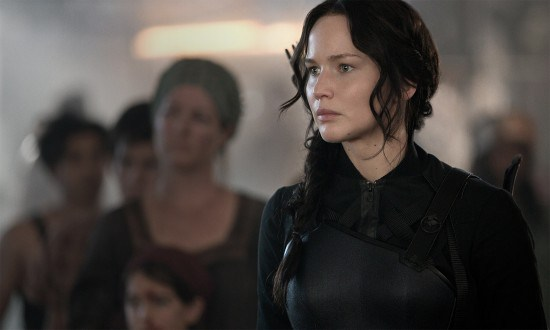 "Jennifer Lawrence es Katniss Everdeen en ""The Hunger Games: Mockingjay - Part 1""."