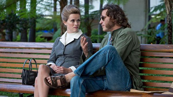 """Reese Witherspoon y Joaquin Phoenix en """"Inhenet Vice""""."""