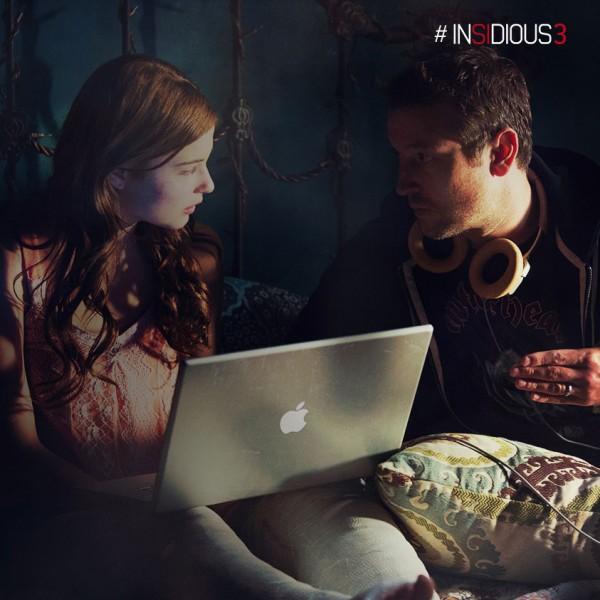 """Stefanie Scott y el director/actor Leigh Whannell en la filmación de """"Insidious: Chapter 3""""."""