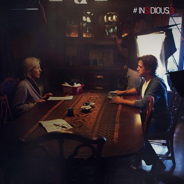 "Lin Shaye y Dermot Mulroney en el rodaje de ""Insidious: Chapter 3""."